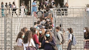 Governo descarta antecipar férias de Natal nas escolas devido à Covid-19