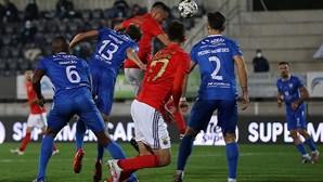 Benfica voa baixo e passa a rasar frente ao Paredes