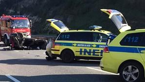 Dois feridos graves em capotamento que obrigou ao corte do trânsito na CREL