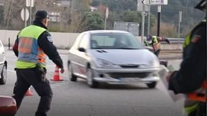 Carro não pára em Operação Stop e quase atropela polícias em Coimbra