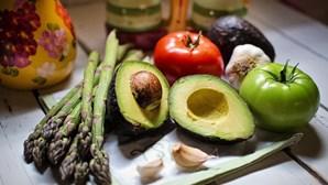 Vegans têm 43% mais probabilidades de fraturar ossos do que quem come carne, alerta estudo