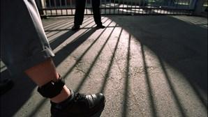 Homem detido por violência doméstica em Mafra vigiado por pulseira eletrónica