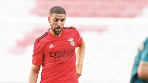 Adel Taarabt tem Covid-19 e falha próximos jogos do Benfica