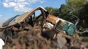 Colisão entre autocarro e camião causa pelo menos 41 mortes em São Paulo no Brasil
