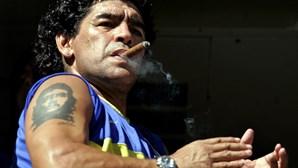 Maradona, a glória e decadência do pé esquerdo mais genial da história