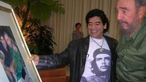 Maradona morre no mesmo dia do seu ídolo Fidel Castro. Líder cubano partiu a 25 de novembro de 2016
