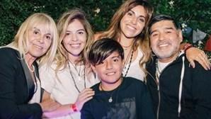 Paixões, escândalos, amantes e filhos ilegítimos: a vida atribulada de Diego Maradona