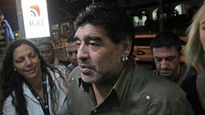 Eric Clapton tentou ajudar Maradona a libertar-se do vício das drogas