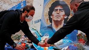 Fotografia ao lado de Maradona morto gera revolta nas redes sociais