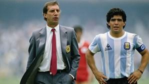 Família de Carlos Bilardo inventa avaria na televisão para esconder morte de Maradona