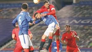 Banco do Benfica evita humilhação na Escócia