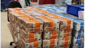12 milhões de euros encontrados em malas dentro de carro em Lisboa. Veja aqui as imagens da operação da PJ