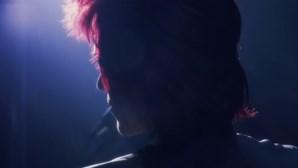"""""""Como não fazer um filme de rock"""": 'Stardust' retrata David Bowie antes da fama mas está a ser arrasado"""