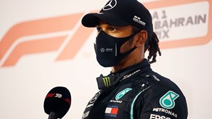 Piloto de F1 Lewis Hamilton substituído por George Russel no GP de Sakhir