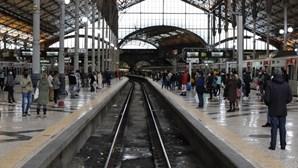 Supressão de comboios devido à Covid-19 gera ajuntamentos na estação do Rossio em Lisboa