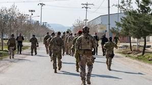 Pelo menos 26 mortos em ataque suicida com carro armadilhado no Afeganistão