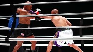 Combate entre Mike Tyson e Roy Jones Jr. teve emoção e espectáculo