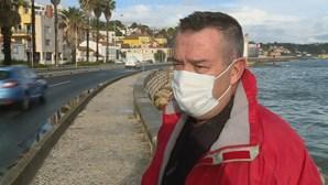 Buscas por surfista desaparecido no mar em Oeiras