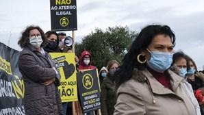 Mais de 200 pessoas protestam contra aterro ilegal em Sesimbra