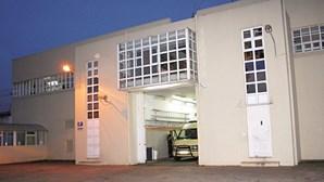 Chefe da guarda prisional recebia 150 euros por cada telemóvel que introduzia na cadeia de Paços de Ferreira