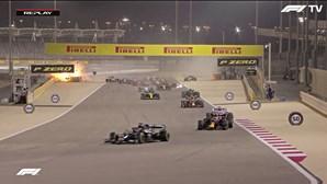 Milagre na Fórmula 1: Grosjean escapa ileso de violento acidente em Bahrain