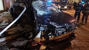 Colisão entre dois carros faz um morto e um ferido grave no Porto