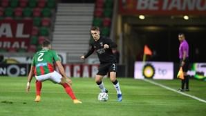 Benfica vence Marítimo por 2-1 em vitória arrancada a ferros na Madeira