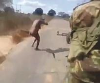 Vídeo que mostra execução de mulher indefesa correu Mundo