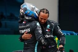 Lewis Hamilton com o companheiro de equipa na Mercedes, Valtteri Bottas