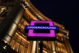 Sony comemora lançamento da nova Playstation 5 ao trocar símbolo do metro de Londres, em Oxford Circus, por simbologia do comando da consola de jogos