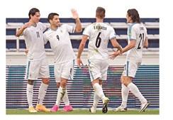 Darwin com Suárez, Bentancur e Cavani na seleção do Uruguai