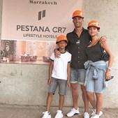 CR7 com Gio e o filho Cristianinho no início das obras do hotel em   Marraquexe
