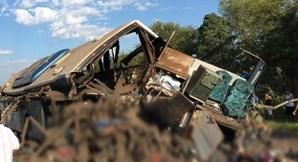 Acidente com camião e autocarro faz 40 mortos no Brasil