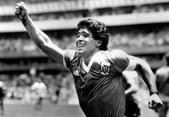 Maradona festeja golo frente Inglaterra na semifinal do Campeonato do Mundo no México