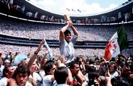 A(deus) Maradona. Morreu a lenda a quem tudo se perdoava
