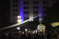 Corpo de Maradona chega ao palácio presidencial argentino