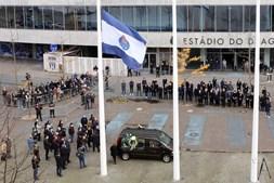 Centenas de pessoas prestam última homenagem a Reinaldo Teles