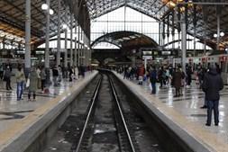 Supressão de comboios gera ajuntamentos na estação do Rossio