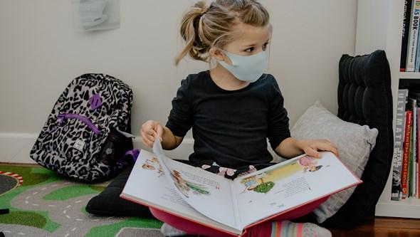 Como adaptar uma máscara de adulto a uma criança