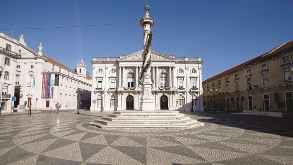 Câmara de Lisboa recebe equipa do Sporting sem adeptos na Praça do Município