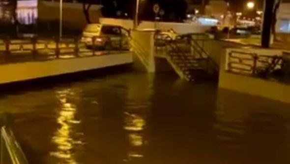 Chuva torrencial inunda túnel principal de Olhão
