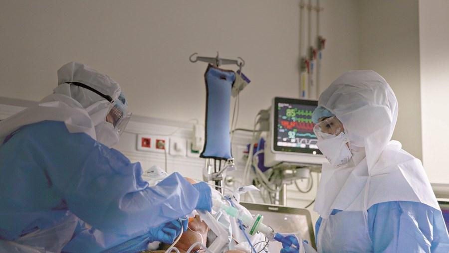 Portugal tinha esta quinta-feira um total de 45 camas em Unidades de Cuidados Intensivos disponíveis em todo o País