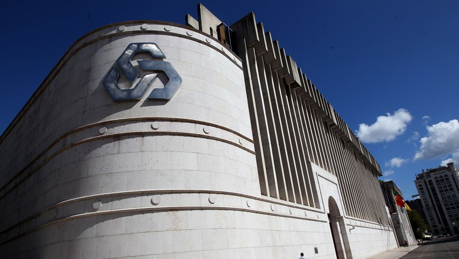 Banco público português tem a maioria do capital do Banco Caixa Geral Angola