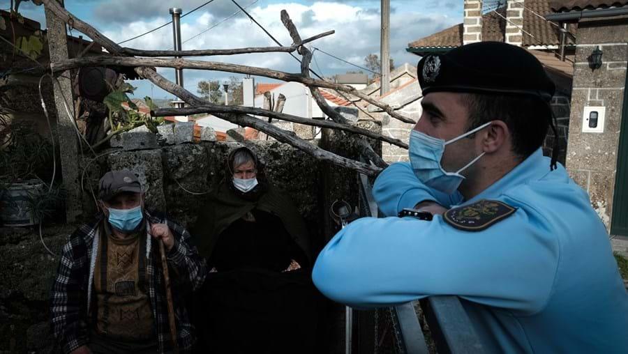 Militares visitaram idosos que habitam numa aldeia isolada em plena serra de Montemuro, no distrito de Viseu