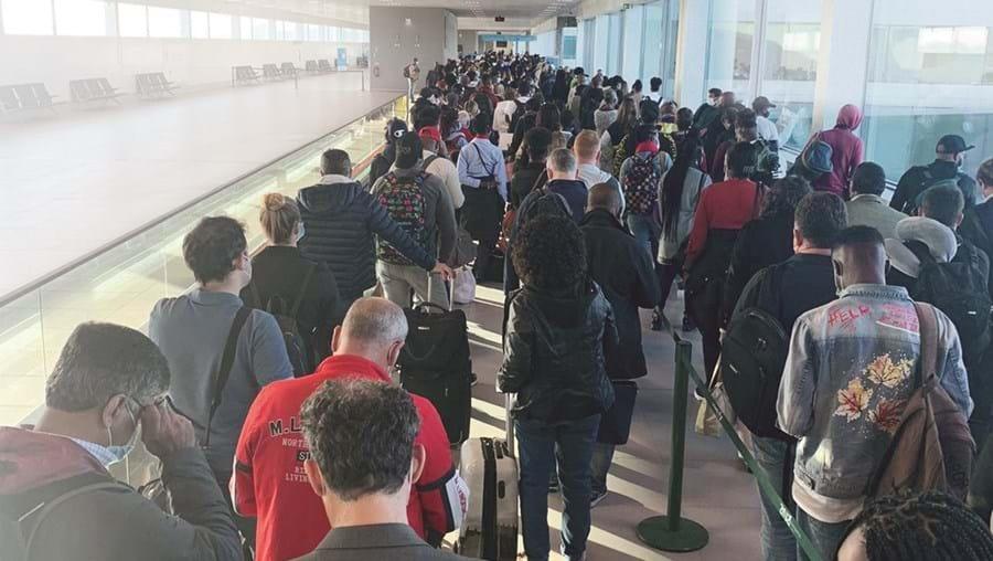 Viajantes de 11 países sem comprovativo de não infeção à Covid foram testados