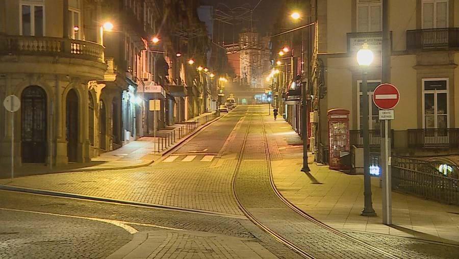 Ruas do Porto desertas