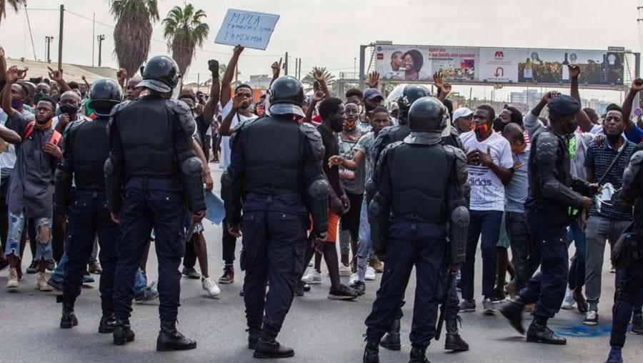 Autoridades, polícia angolana, manifestação