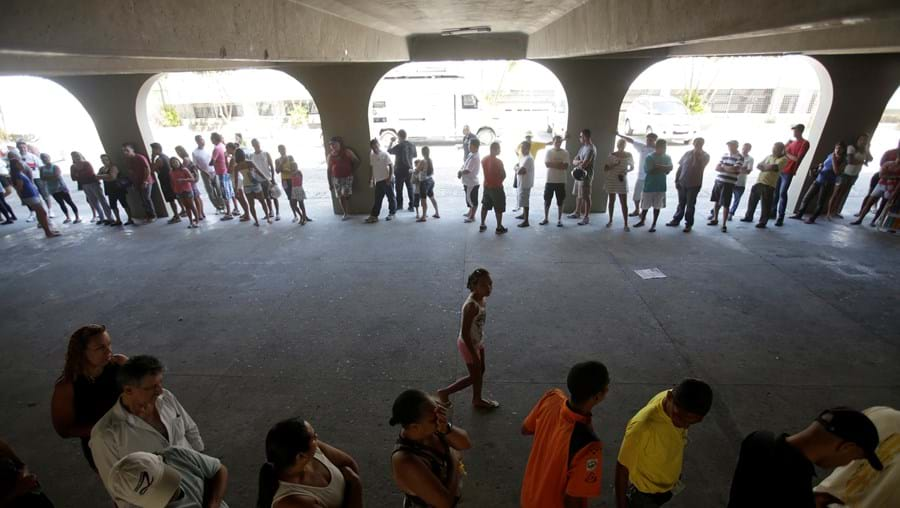 Brasileiros vão a votos escolher autarcas
