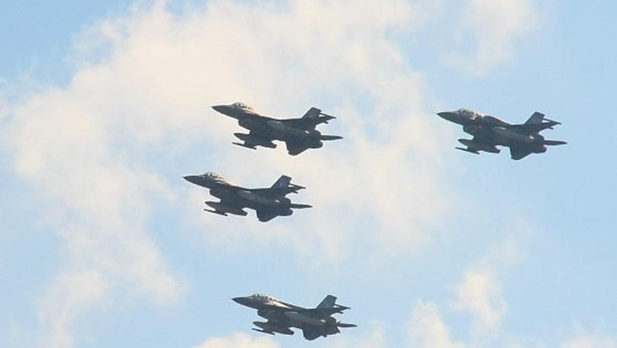 Caça F16
