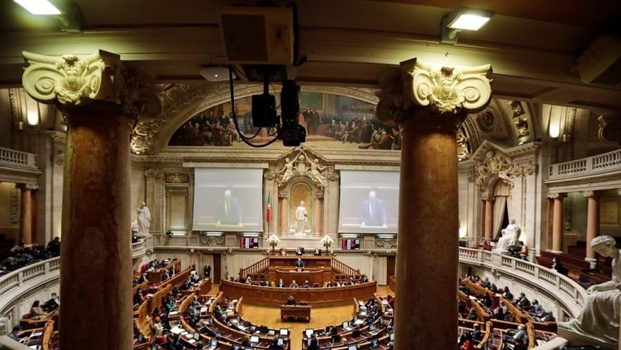 """João Leão terá agora de calcular o custo das mudanças forçadas no Parlamento. Até quarta-feira, a """"dor de cabeça"""" poderá tornar-se ainda maior"""